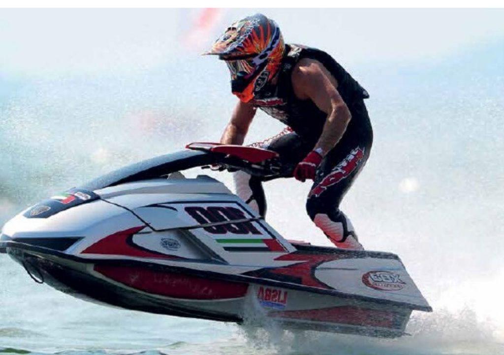 Deslízate sobre el agua con el aclamado corredor de jet ski  Alex Morgan